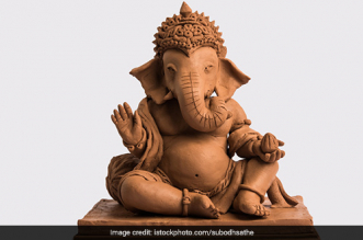 Ganesh Chaturthi 2020: Artists Make Eco-Friendly Cow Dung Ganpati Idols In Gujarat