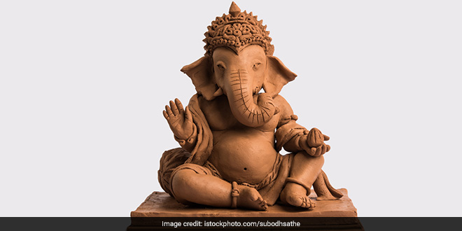 Ganesh Chaturthi 2020: Artists Make Eco-Friendly Cow Dung Ganpati Idols In Gujarat