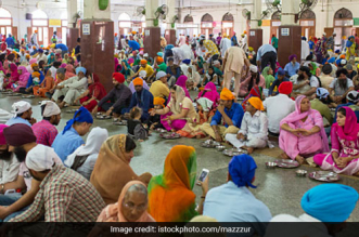 The Sikh Community Keeps Doing What It Does Right, Serves The People Selflessly Even During The Coronavirus Pandemic