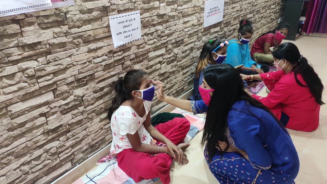 Delhi Based NGO 'Sachhi Saheli' Breaks The Stigma Around Menstruating Girls, Celebrates Them For 'New Age Kanya Pooja'