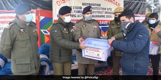 Srinagar Police Organises COVID-19 Awareness Camp, Distributes Safety Kits