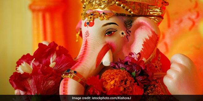 Rajasthani Artisan Creates Ganesh Idols From Environment-Friendly Materials | News