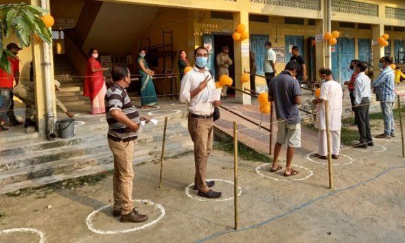असम ने अब तक 1.72 करोड़ से अधिक लोगों को टीका लगा जा चुका है, जिनमें से 30,77,059 लोगों को दोनों डोज लग चुकी है.