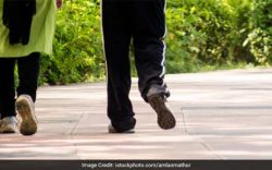 Walking or jogging every day may help gastrointestinal cancer patients cope better with side effects of chemotherapy